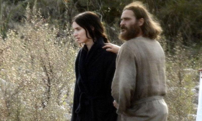 joaquin-phoenix-and-rooney-mara-fell-in-love-filming-biblical-movie1