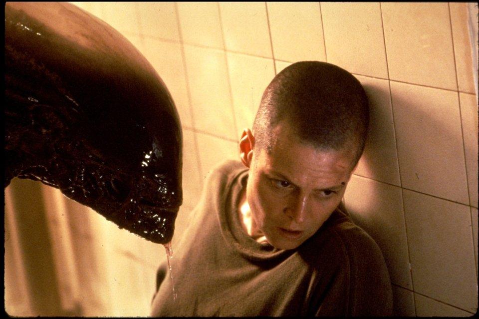 Sigourney-Weaver-and-Tom-Woodruff-Jr.-in-Alien-3-1992